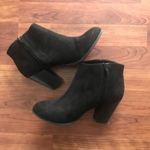 Black Booties size 8 1/2 🖤